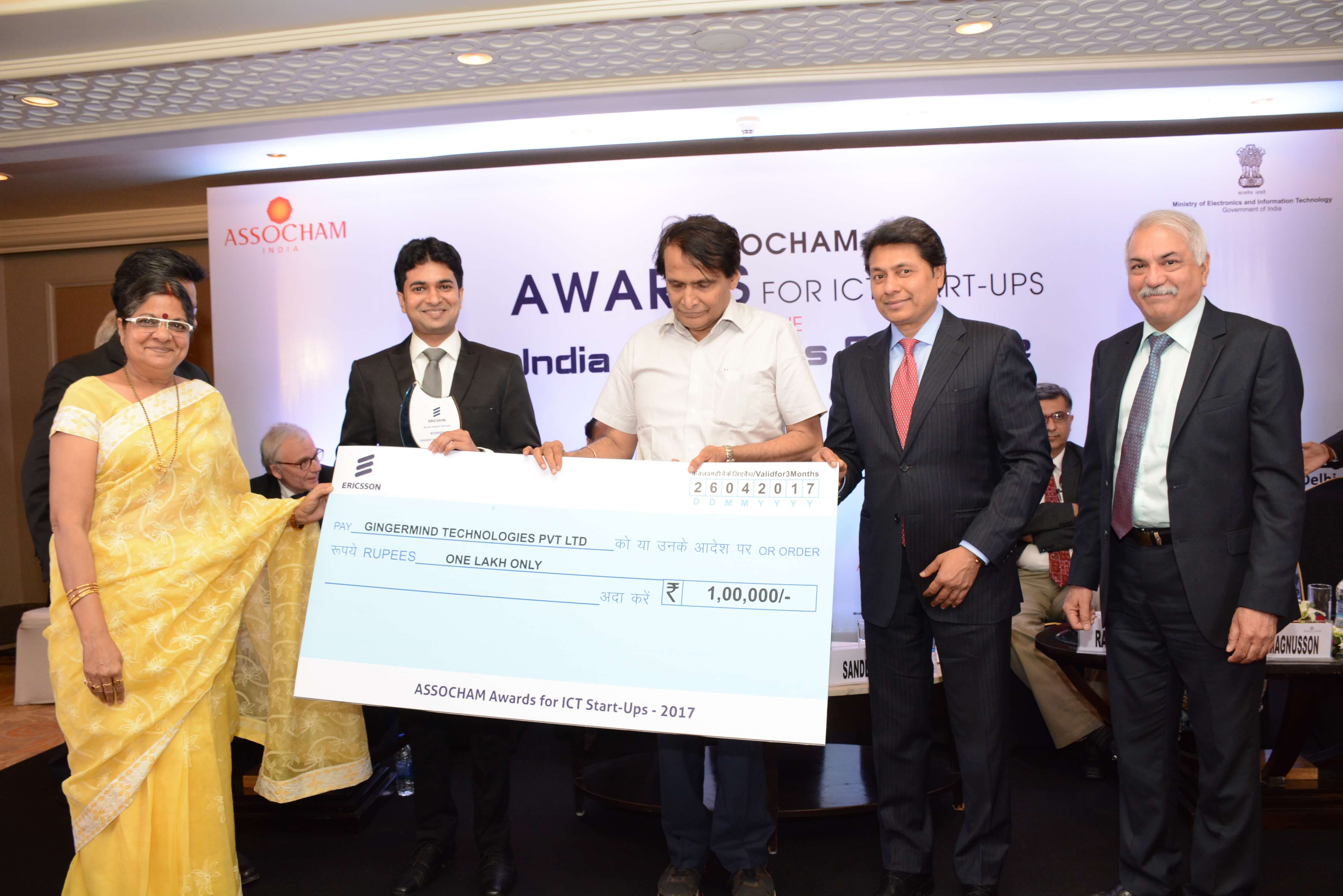 Our founder Gaurav Mittal receiving the ASSOCHAM Award from Honourable Minister of Railways Mr. Suresh Prabhu at India Innovates Conclave on the eve of World IP day